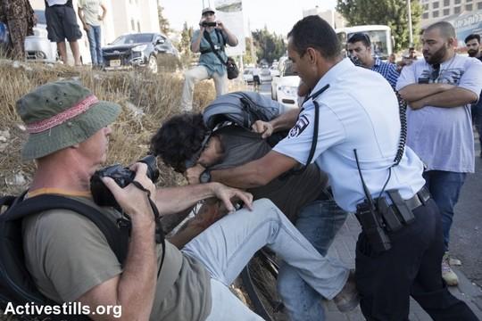 אלימות משטרתית נגד מפגינים בשייח ג'ראח. 8 בספטמבר 2017 (אורן זיו/אקטיבסטילס)