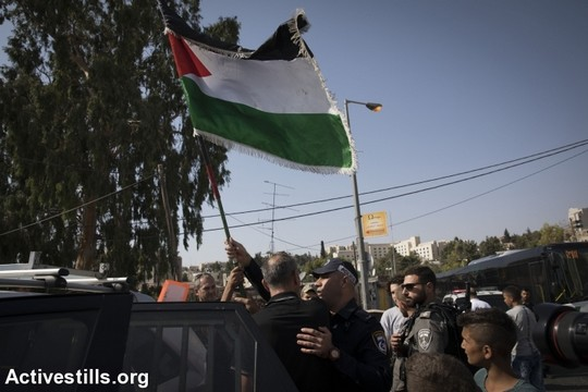 סאלח דיאב נעצר בגלל שהניף דגל פלסטין. שייח ג'ראח, 8 בספטמבר 2017 (אורן זיו/אקטיבסטילס)