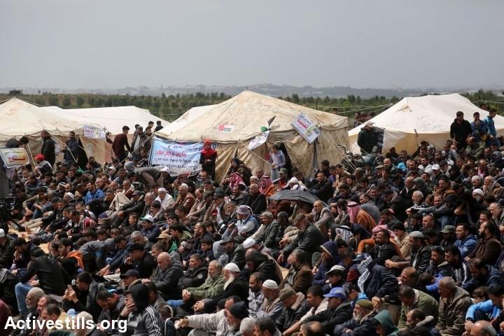 הסיוט של ישראל הוא מאה אלף מפגינים לא חמושים שעומדים מול הגבול וקוראים לחופש. צעדת השיבה הראשונה בעזה, 30 במרץ 2018 (צילום: מוחמד זאנון / אקטיבסטילס)