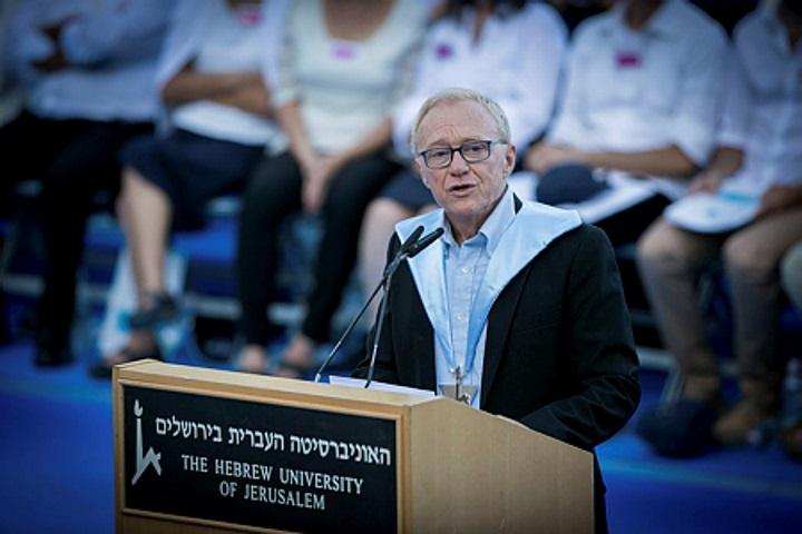 אל תלך לשם, דויד. הסופר דויד גרוסמן מקבל תואר דוקטור של כבוד מהאוניברסיטה העברית, יוני 2017 (מרים אלסטר/ פלאש 90)