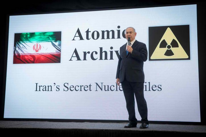 ראש הממשלה נתניהו בנאום חשיפת המסמכים שלטענתו מוכיחים שאיראן שיקרה בנוגע לתוכנית הגרעין שלה (מרים אלסטר / פלאש 90)