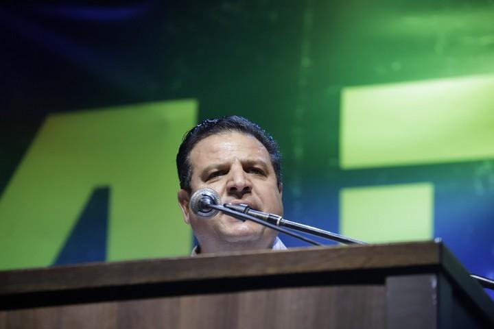 איימן עודה מלהיב את הקהל ברחבת מוזיאון תל אביב. (אורן זיו)