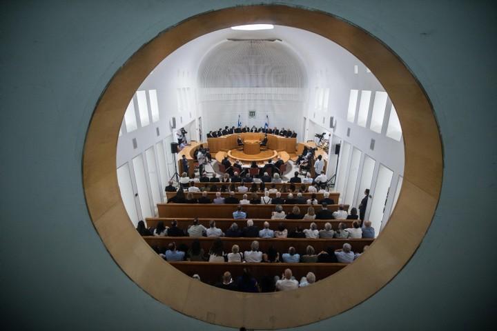 """המחנה הליברלי לבדו לא יוכל להגן על בג""""ץ. מבט מבחוץ על אולם דיונים בבית המשפט העליון (צילום: הדס פרוש / פלאש 90)"""