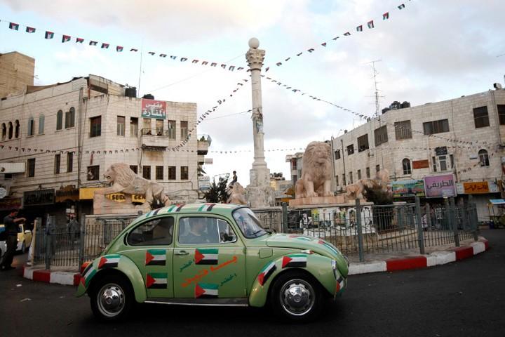 כל ישראלי שמגיע לכיכר מנארה ברמאללה, לא יכול שלא לחשוב על הלינץ'. כיכר מנארה (צילום: מרים אלסטר / פלאש 90)