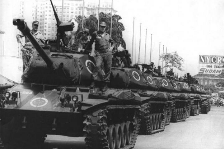 טנקים בריו דה ז'נרו ב-1968 (צילום: Correio da Manhã, מהארכיון הלאומי הברזילאי)