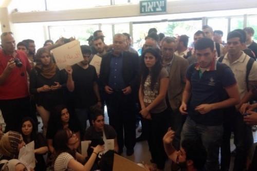 יום שני למאבק בין סטודנטים בעברית לאוניברסיטה על הזכות למחות