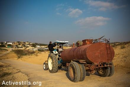 הכפר הבדואי הבלתי מוכר אֻםּ אַל-חִירָאן (יותם רונן/אקטיבסטילס)