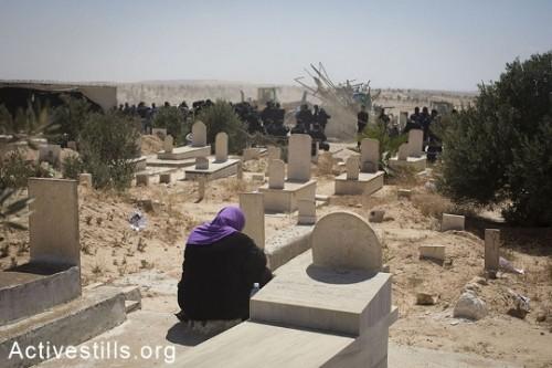 מבצע הריסה משטרתי בבית הקברות ובמסגד אל-עראקיב