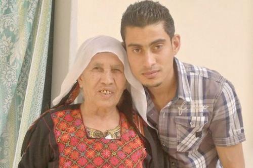 מתאבלים על מותה של סבתא והפצצות ממשיכות ליפול בחוץ