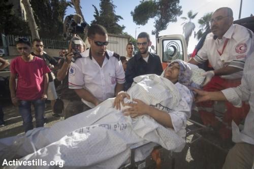 פצועה מעזה מגיעה לקבל טיפול בבית החולים סיינט ג'וזף, מזרח ירושלים (פאיז אבו-רמלה / אקטיבסטילס)