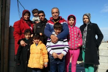 משפחת עוואג'ה בעזה. פברואר 2015 (צילום: ג'ן מרלו)