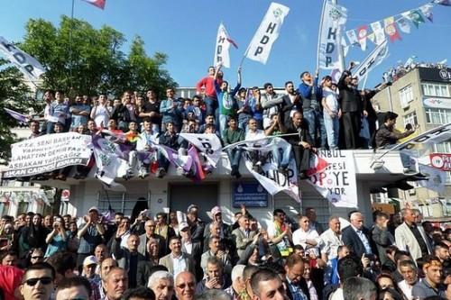 """כורדים, פמיניסטיות ולהט""""ב הם המנצחים הגדולים בבחירות בתורכיה"""