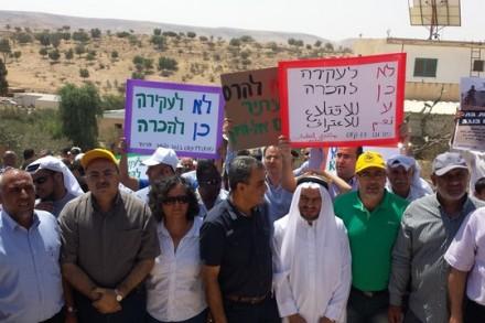 בין המפגינים בעקבות תחילת העבודות להקמת ישוב יהודי במקום הישוב אום אל-חיראן היו חברי הרשימה המשותפת (צילום: אבי בלכרמן)
