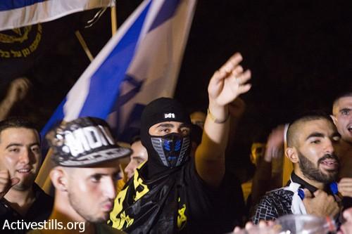 """פעילי להב""""ה בהפגנת נגד מול תומכי מוחמד עלאן באשקלון (קרן מנור / אקטיבסטילס)"""