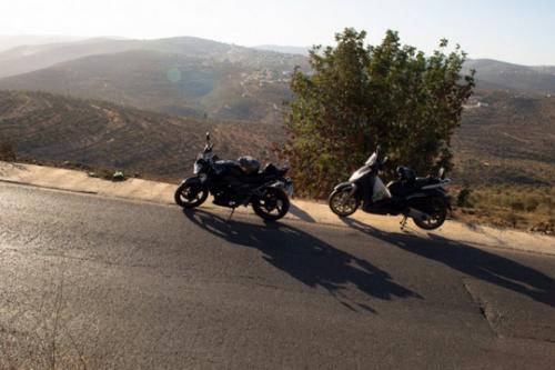 גם רוח החופש של האופנוע לא יכולה לכבליה של פלסטין