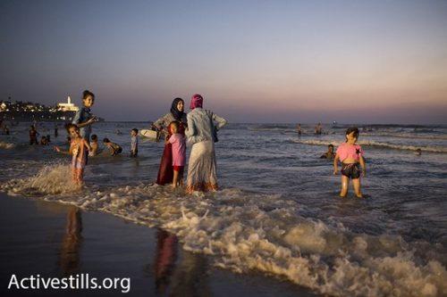 נשים וילדות בים. עיד אל אדחא. 14 בספטמבר 2016. (אורן זיו/אקטיבסטילס)