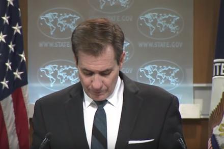 דובר מחלקת המדינה האמריקאית, ג'ון קירבי, מגמגם (צילום מסך)