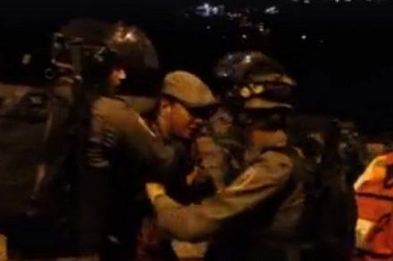 תקיפת צלם אקטיבסטילס פאיז אבו רמלה בשער האריות בירושלים (צילום מסך מתוך הסרטון)