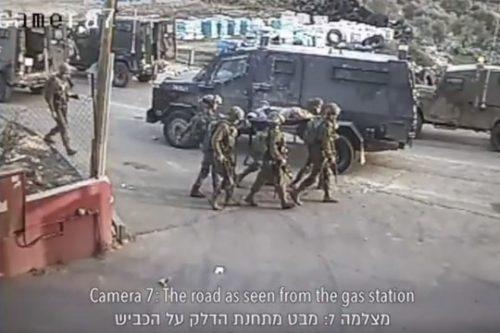 צפו: שוטר מכה עם נשק נער פצוע ששוכב על הקרקע