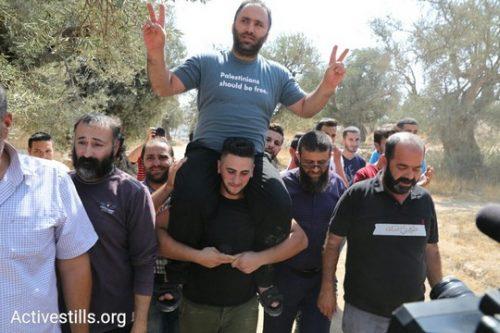 פעיל זכויות האדם מחברון עיסא עמרו משתחרר לאחר שישה ימי מעצר בידי הרשות הפלסטינית (אורן זיו/אקטיבסטילס)