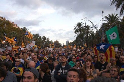 מפגן של תומכי עצמאות קטלוניה והיפרדות מספרד (צילום: Amadalvarez, ויקימדיה CC BY-SA 4.0)