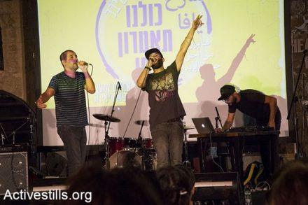 על הכוונת של מירי רגב - תרבות פלסטינית לא נחמדה. תאמר נפאר ומחמוד ג'ררי מהרכב DAM בהופעה. ארכיון (קרן מנור/אקטיבסטילס)