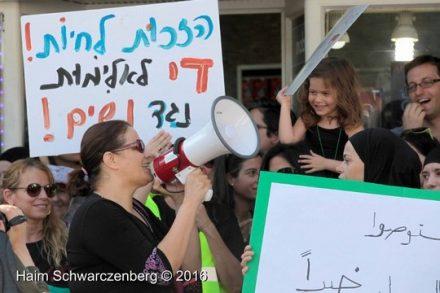 סמאח סלאימה בהפגנה נגד רצח נשים, יפו, 28.10.16 (צילום: חיים שוורצנברג, schwarczenberg.com)