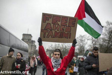 מפגינות בסולידריות עם עהד תמימי בצעדת הנשים בברלין. 21 בינואר 2018 (אקטיבסטילס)