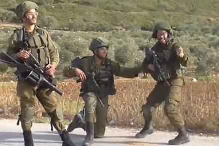 """חיילים חוגגים פגיעה במפגין בכפר מדאמא. (צילום מסך מתוך סרטון """"בצלם"""")"""