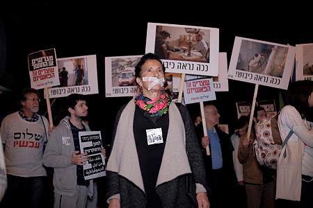"""מפגינים נגד הכיבוש בתל אביב. """"לוחמים לשלום"""" או """"שוברים שתיקה"""" כמעט לא מופיעים בבתי ספר אבל מופיעים במכינות (צילום: תומר נויברג/פלאש90)"""