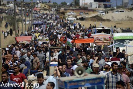 """הפגנת השיבה גבול עזה, 14 במאי 2018. מה שהיה אמור להיות מחאה משפחתית בלתי אלימה, הפך למרחץ דמים. על פי נתוני האו""""ם, מתחילת צעדות השיבה, ב-30 במרץ 2018, נהרגו 195 פלסטינים מירי ישראלי, מתוכם 41 ילדים. (אקטיבסטילס)"""