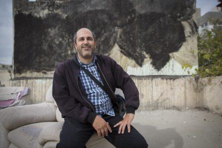 אריה קינג, חבר מועצת העיר ירושלים, בפוזה מחוייכת אופיינית (יונתן זינדל / פלאש90)