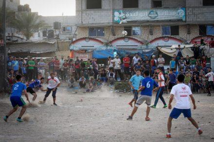 טורניר כדורגל רחוב בעזה בזמן הרמדאן, עזה, מאי 2018 (עבד רחים ח'טיב / פלאש 90)