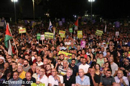 מפגינים פלסטינים ויהודים, מפגינים בכיכר רבין נגד חוק הלאום (אורן זיו/ אקטיבסטילס)