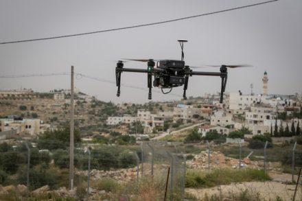 ניסוי של שימוש ברחפן אמצעי נגד טרור בגדה המערבית. לפלסטינים אסור להטיס רחפנים כאלה (צילום: יונתן אלינסון/פלאש90)