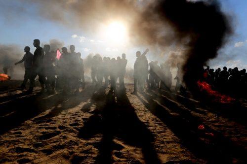 תה של שיבה עם חברים עזתים מעבר לגדר ולגז המדמיע