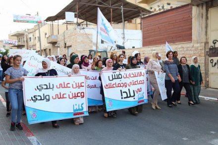הפגנת הנשים בטורעאן. בדפי הפייסבוק התחילו לשאול מה קורה, מה הנשים רוצות (צילום: סמאח קאסם עלי)