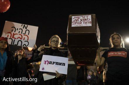 נשות דרום תל אביב שצעדו מגינת לויסקי מגיעות לעצרת המרכזית בכיכר רבין. שביתת הנשים. 4 בדצמבר 2018 (אורן זיו / אקטיבסטילס)
