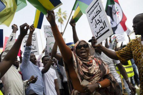 כמו אחיהם במולדת, הפליטים הסודאנים לא רוצים חצי מהפכה