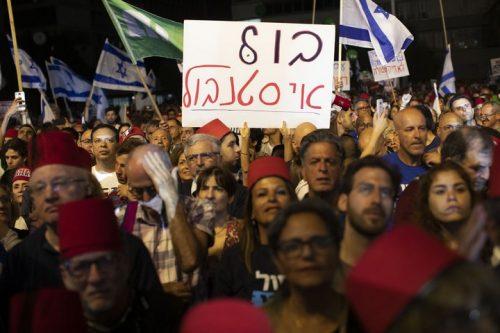"""המפגינים דרשו """"מרי אזרחי"""", אבל המנהיגים עוד לא שם"""