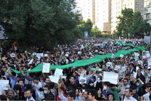 עשור ליום שבו שלטונות איראן גנבו את הניצחון מהאזרחים