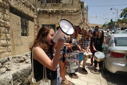 """באמצעות הקשר עם גוף מוזיקלי ידוע כמו זאפה, אלע""""ד מבקשת להיכנס למיין סטרים. לא צריך לתת לה את זה. הפגנה נגד פינוי משפחה בסילוואן (צילום: Free Jerusalem)"""