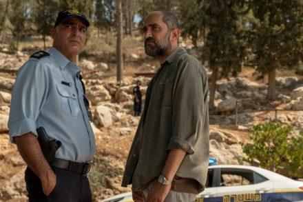 """מציאת גופתו של מוחמד אבו-ח'דיר ביער ירושלים בסדרה """"הנערים"""" (צילום: HBO)"""