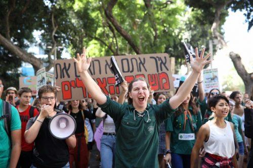 כאלפיים מפגינים בתל אביב: להכריז מצב חירום אקלימי