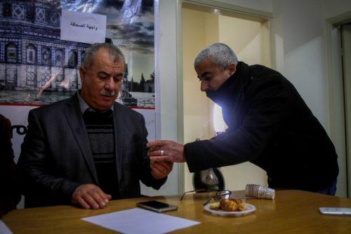 """מוחמד ברכה, יו""""ר ועדת המעקב וח""""כ לשעבר, במסיבת עיתונאים בשכם, ינואר 2018 (צילום: נאסר אישתיה / פלאש 90)"""