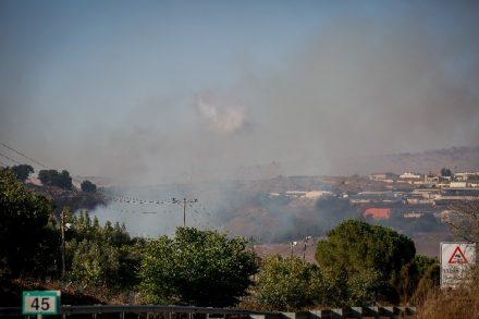 עשן עולה ליד מושב אביבים בגבול עם לבנון ב-1 בספטמבר 2019 (צילום: דיוויד כהן / פלאש90)