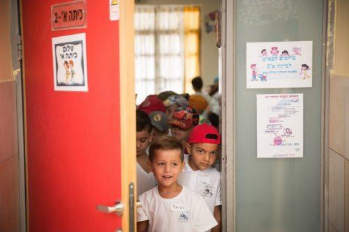 עד תחילת המאה ה-20, רק שליש מילדי העולם למדו בבתי ספר ממלכתיים. היום יותר מ-90 אחוז. ילדים בבית ספר במעלה אדומים (צילום: הדס פרוש / פלאש 90)