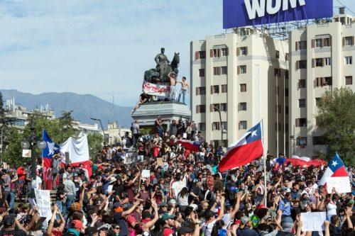 האם הניאו ליברליזם ימות בצ'ילה? הנשיא התקפל, ההפגנות נמשכות