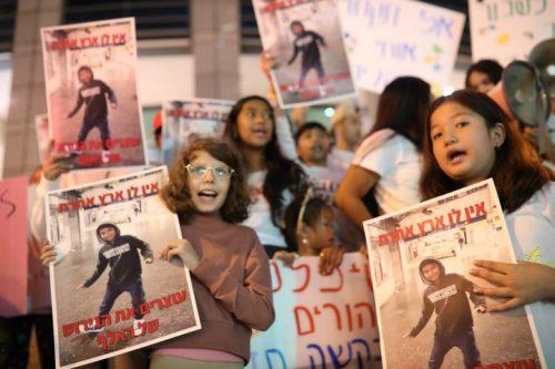 הפגנה מול משרד הפנים בתל אביב בקריאה לשחרורם של ראלף ואמו, מהגרת עבודה מהפיליפינים, ב-28 באוקטובר 2019 (צילום: אורן זיו)