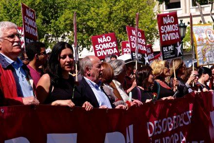 """""""בלוק השמאל"""" בהפגנה נגד הצנע בליסבון, ב-2014 (צילום: Pedro Ribeiro Simões)"""